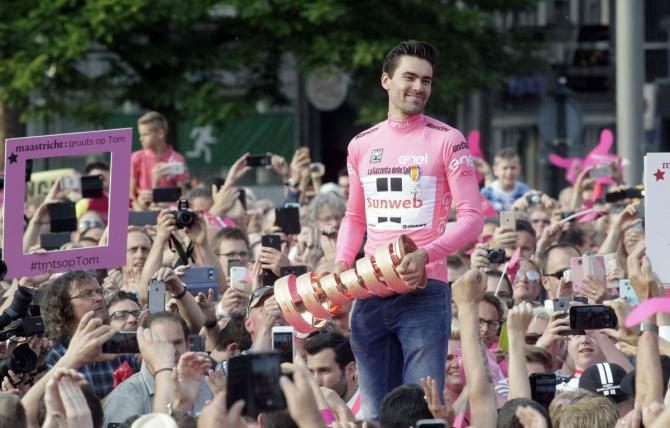 Tom Dumoulin salta