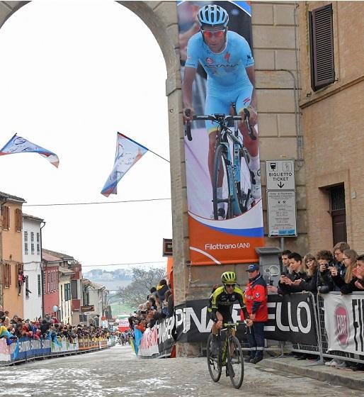 Adam Yates vince la tappa alla Tirreno Adriatico