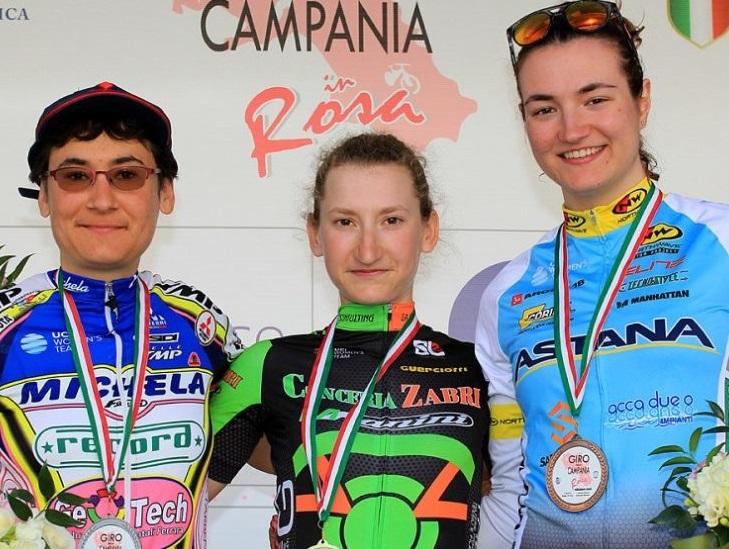Elena Franchi al centro del podio