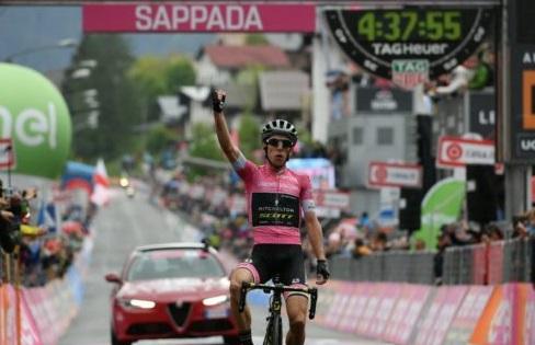 Simon Yates re del Giro d'Italia