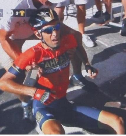 Nibali cade ed è costretto al ritiro