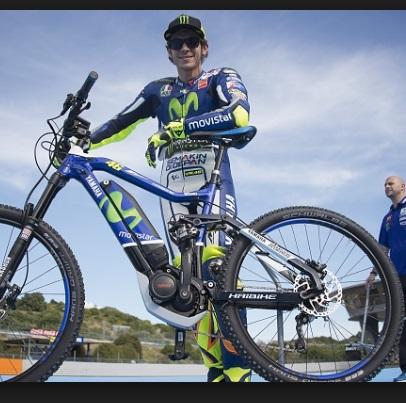 Valentino Rossi in bicicletta