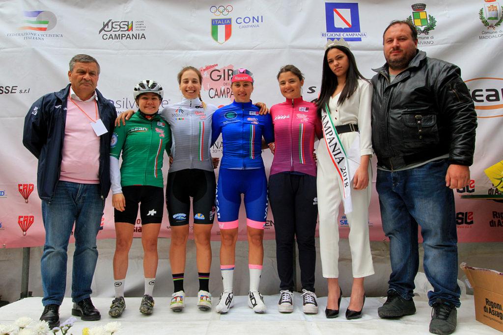 Silvia Persico e le altre premiate (fonte comunicato stampa)