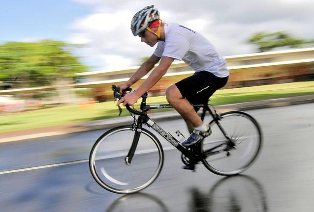 Sicurezza in bicicletta, parte dal casco!