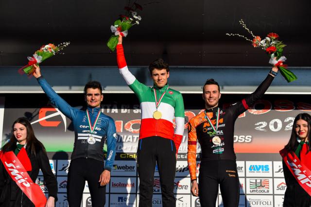 Dorigoni alla cerimonia protocollare del Campionato italiano di ciclocross di Dario Belingheri