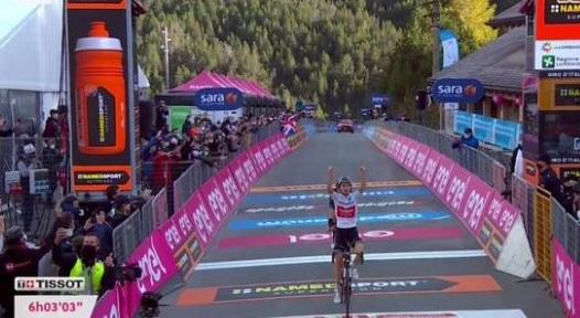 Jay Hindley vince la diciottesima tappa del Giro d'Italia 2020