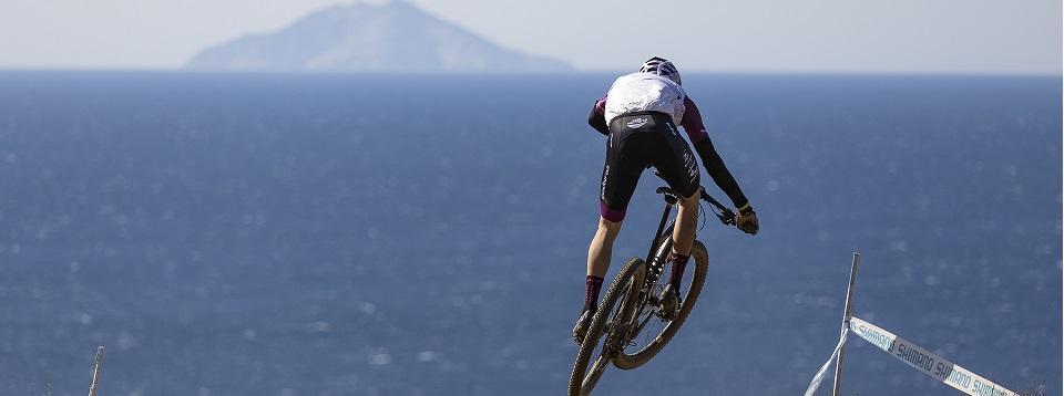 Un bellissimo tracciato affacciato sul Mar Tirreno attende i migliori bikers al mondo all'Isola d'Elba (Credits: Mario Pierguidi)