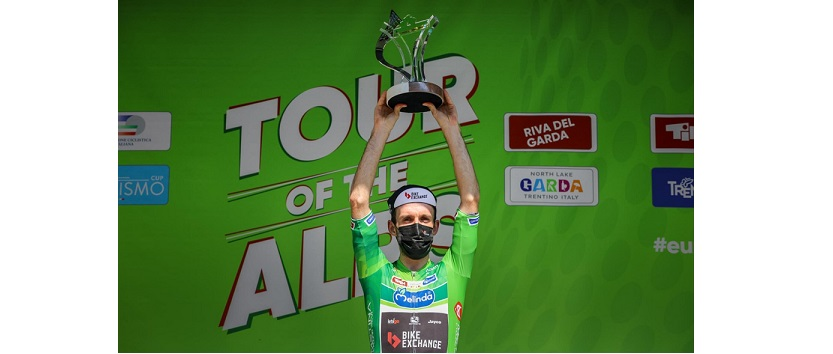 Simon Yates celebrating the overall win at the Tour of the Alps (Credits: Josef Vaishar).