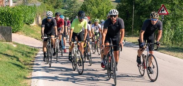 La ride con l'ultra-ciclista Omar Di Felice nei Monti Sibillini. Ph. Credit Mattia Ragni.