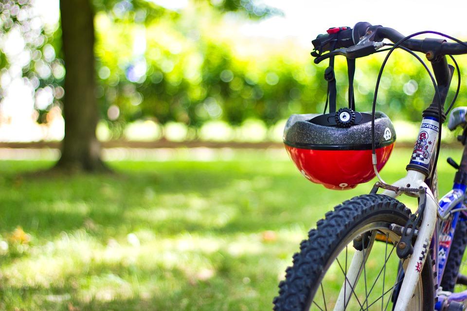 Casco ciclismo (fonte pixabay alsatian )