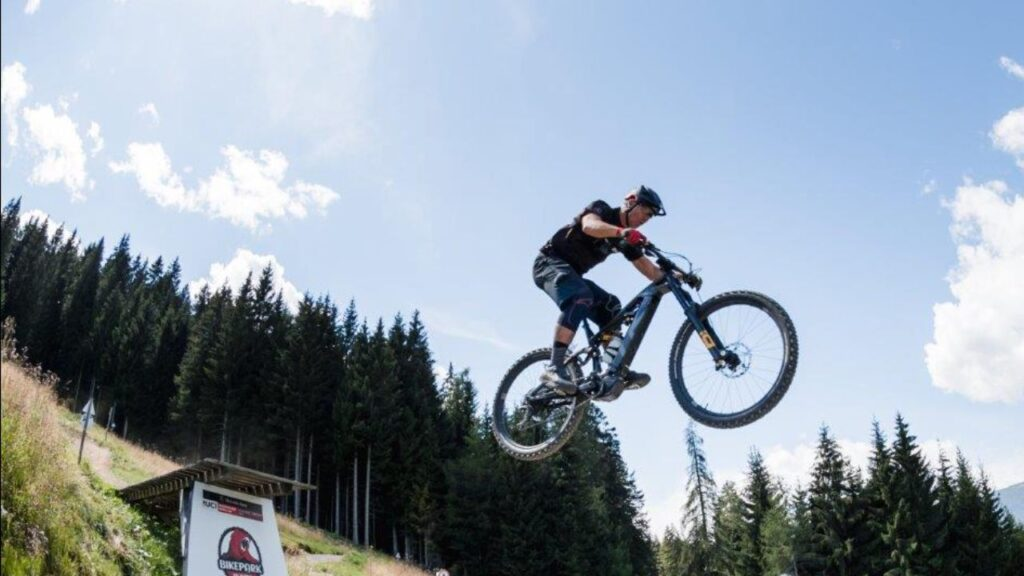 Giù dalla Black Snake di Val di Sole: curva dopo curva, dal deck della bici di Marco Melandri e Stefano Migliorini
