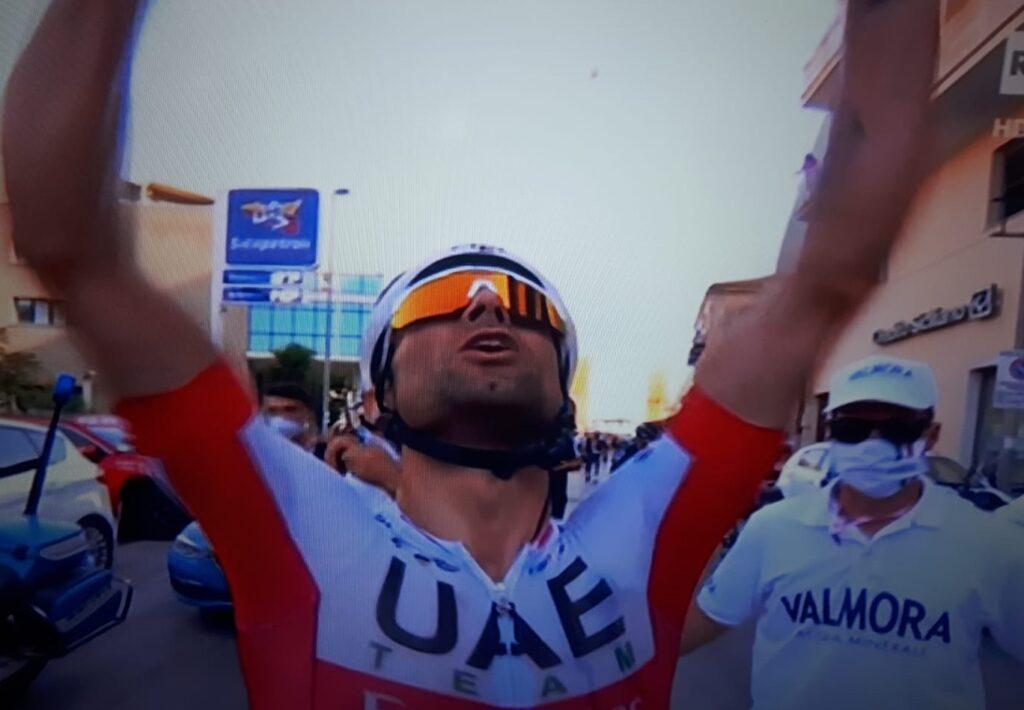 Diego Ulissi festeggia la vittoria al Giro 2020