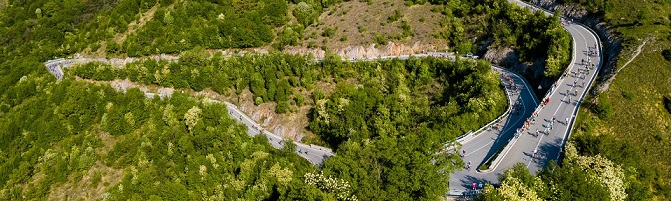 Foto: La salita del Selvino, uno dei punti caratteristici della Granfondo Felice Gimondi Bianchi (Credits: Marco Quaranta).