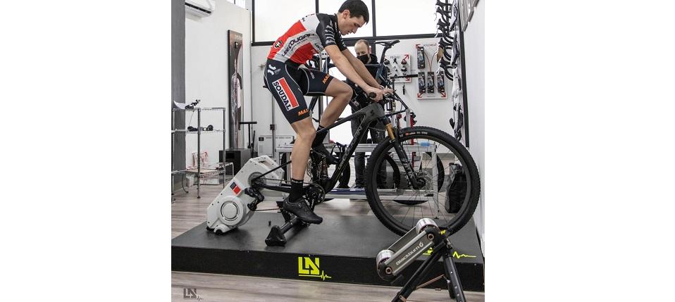 Lorenzo Di Noto nel 2015 è diventato il bike fitter di Soudal-Lee Cougan:tramite l'analisi della pedalata mette i corridori nella giusta posizione in sella