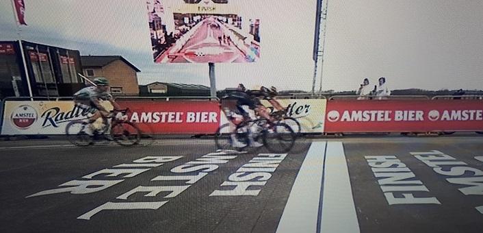 Wout Van Aert vince l'Amstel Gold Race 2021