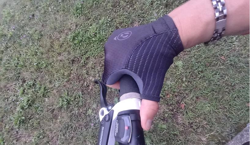 Guanti gravel Pasol con tecnologia Elastic Interface® Palm