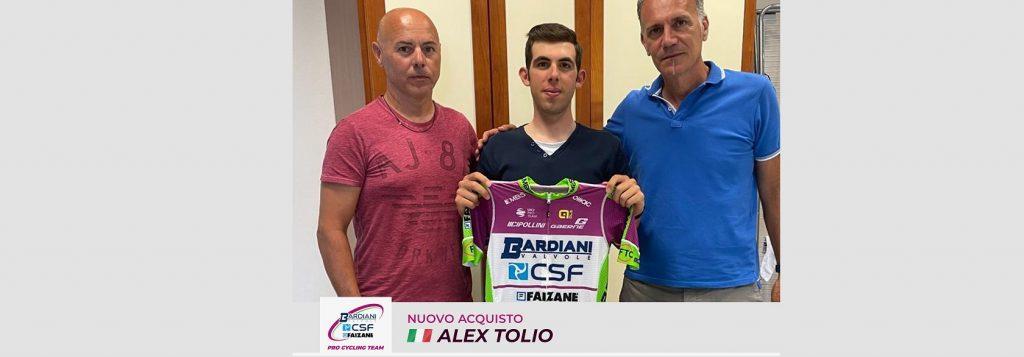 Alex Tolio firma con la Bardiani CSF Faizanè ( Credits Bardiani - CSF - Faizanè & Bettini Photo)